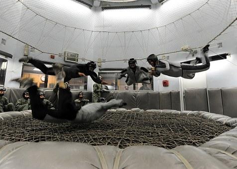 skydiving-665030__340